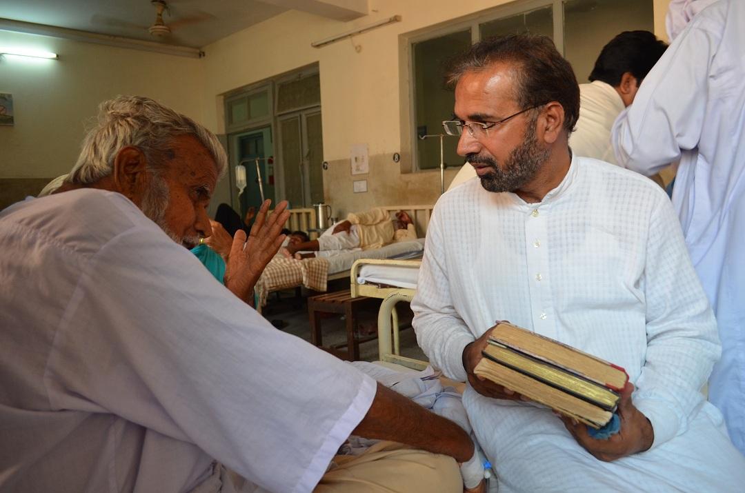 جناب غلام حسین ولد ملک محمد بخش، وفات سے چند روز قبل اپنی سوانح عمری میرے حوالے کرتے ہوءے